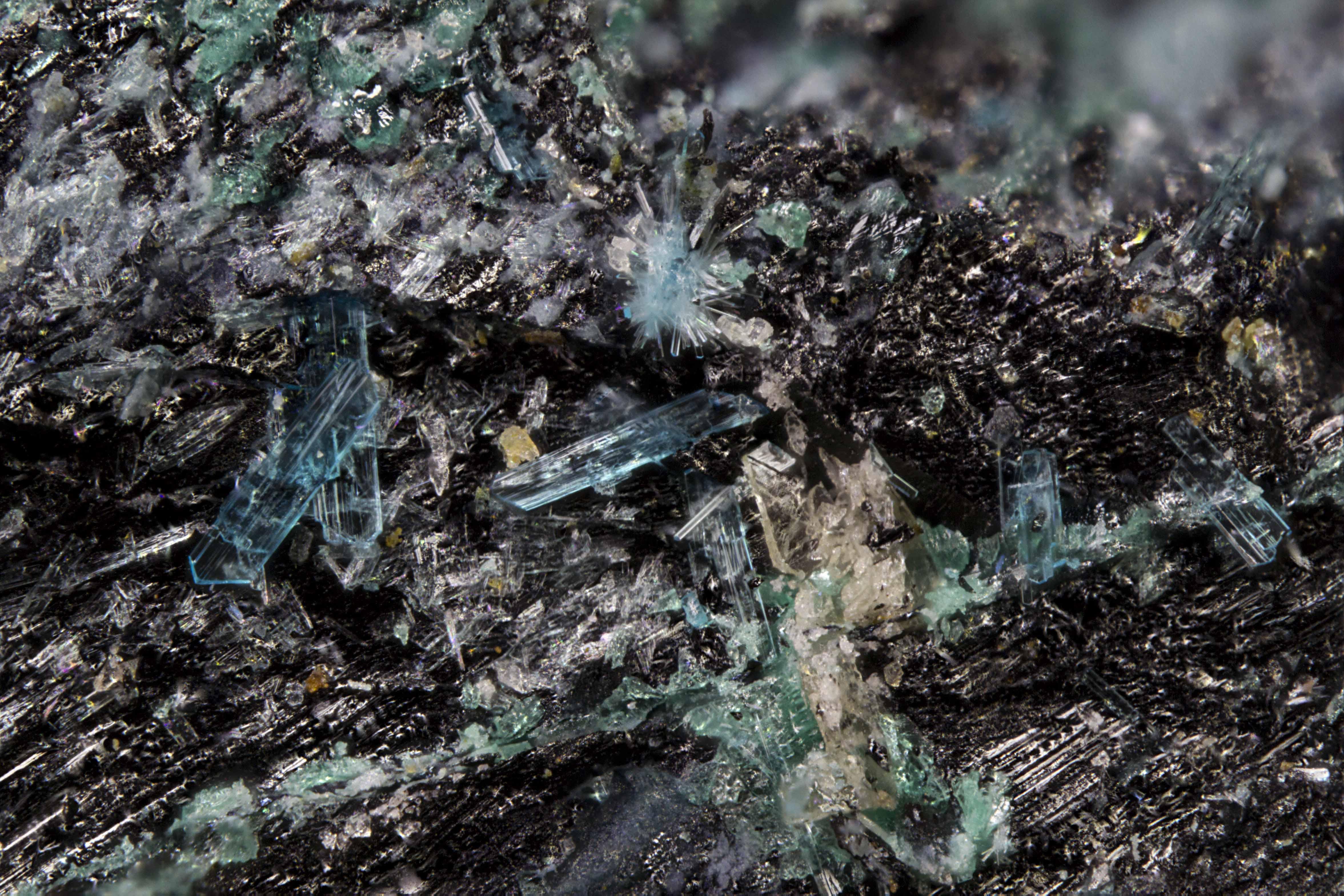Fiemmeite crystals
